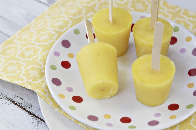 june-kidskitchen-pineapplebananapops-final-closeup